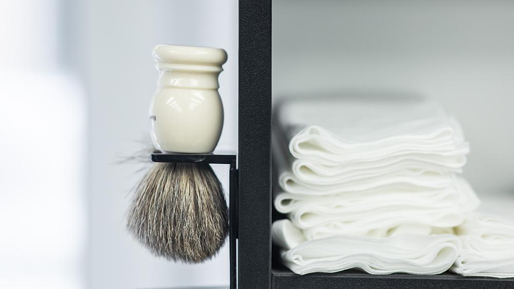 فرشاة الرغوة لحلاقة الذقن | صالون الحلاقة للرجال|||||ادوات الحلاقة المختلفه|افضل منتجات حلاقة الذقن عند الرجال|افضل منتجات العناية بذقن الرجل |جميع منتجات جيليت ل حلاقة الرجال